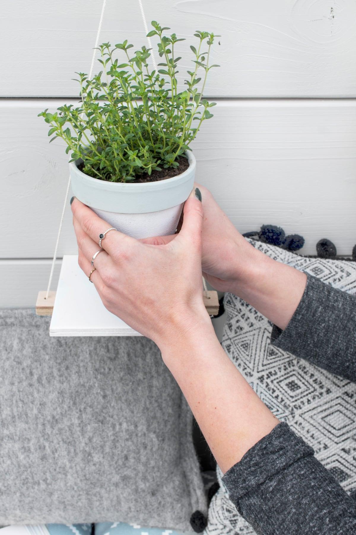 DIY plantenhouder verticale kruidentuin - Tanja van Hoogdalem voor vtwonen