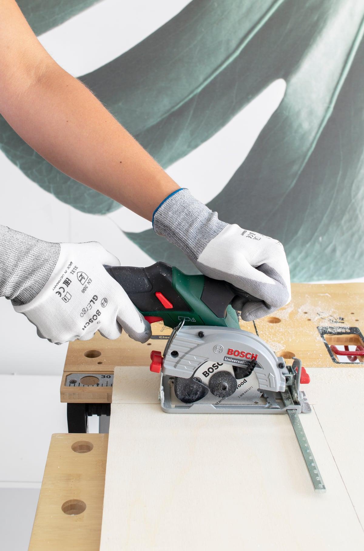 Bosch stappenplan zwevende wandplank - Tanja van Hoogdalem