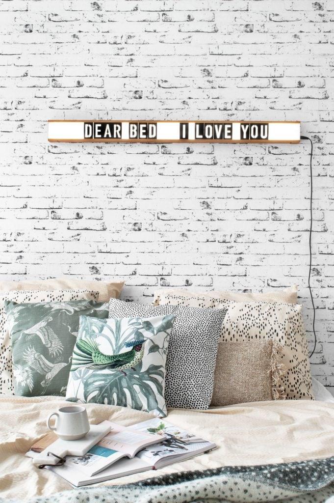 Bedroom lightbox crisp sheets - Tanja van Hoogdalem