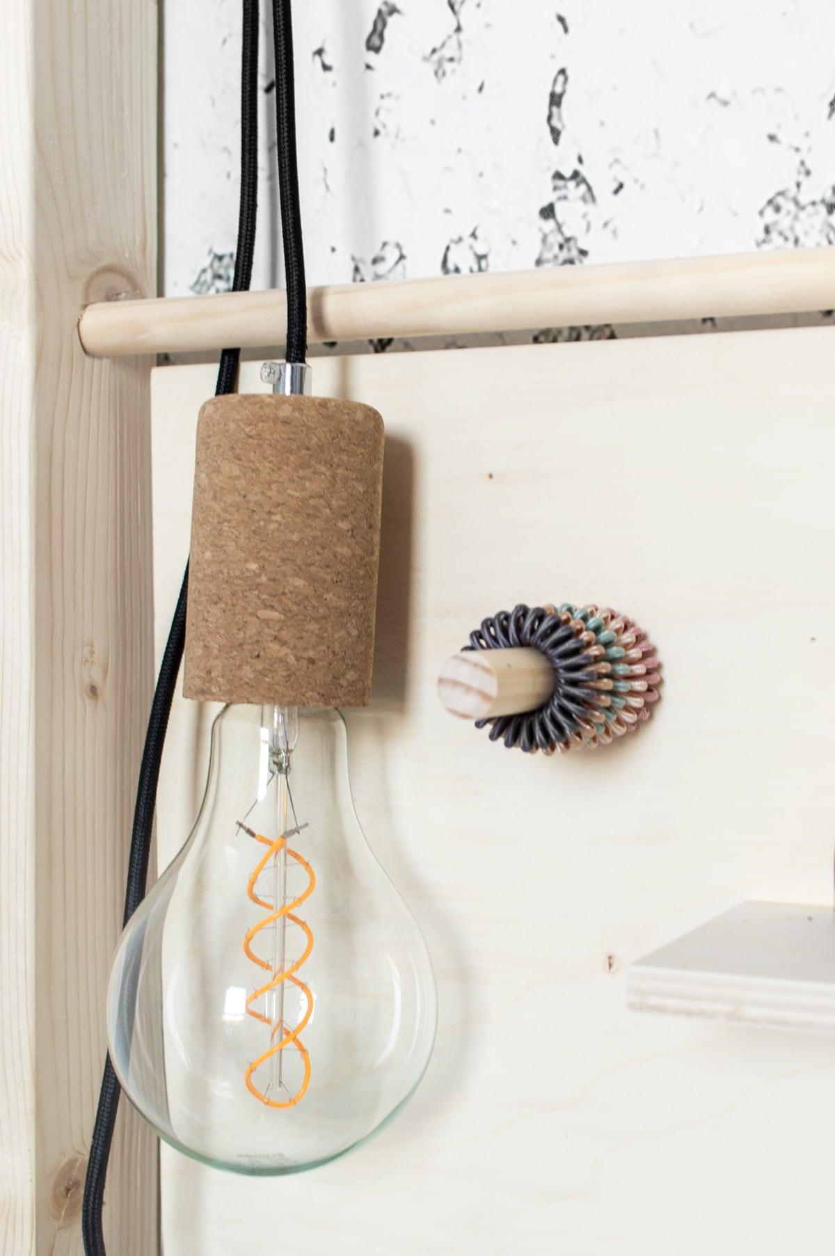DIY tienerkamer lamp met kurk - Tanja van Hoogdalem