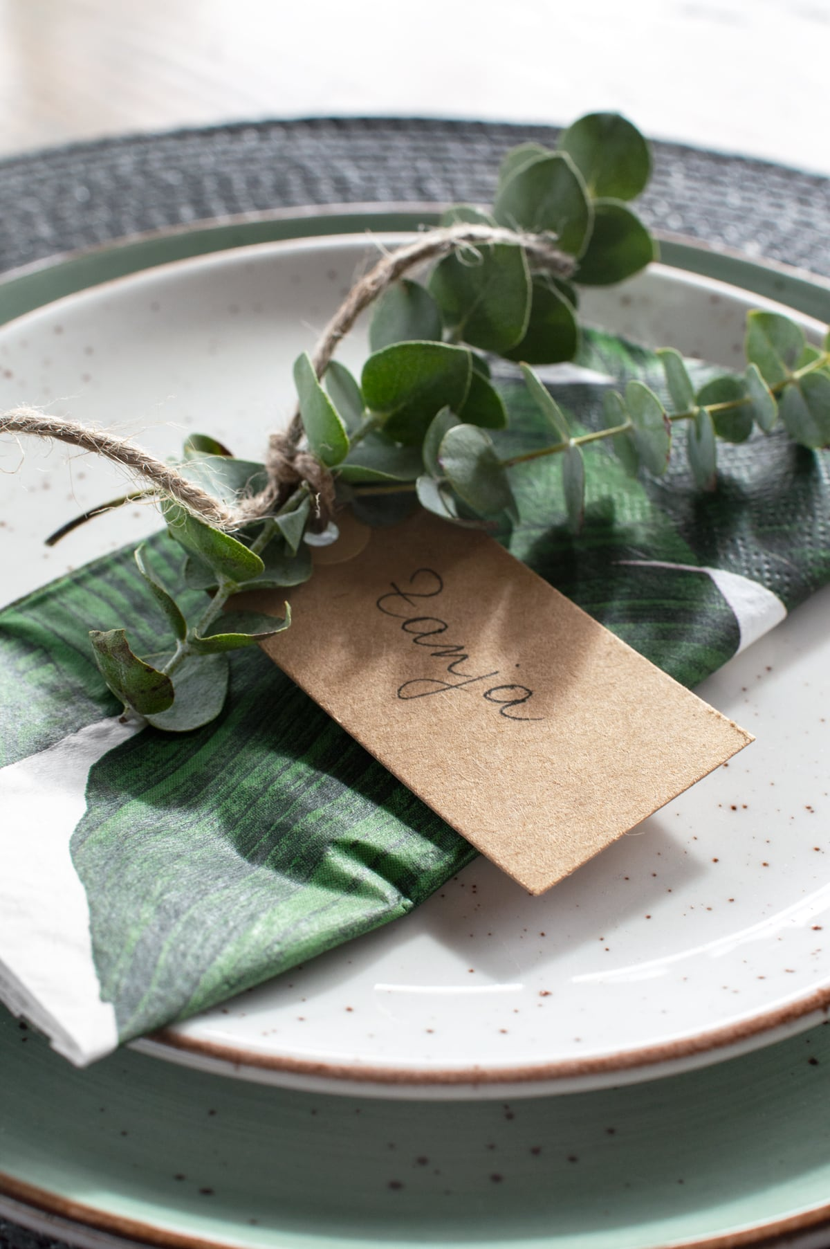 Eucalyptus naamkaartje tafelstyling - Tanja van Hoogdalem