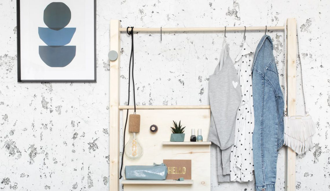 DIY tienerkamer: bankje, opbergen en kledingrek in één