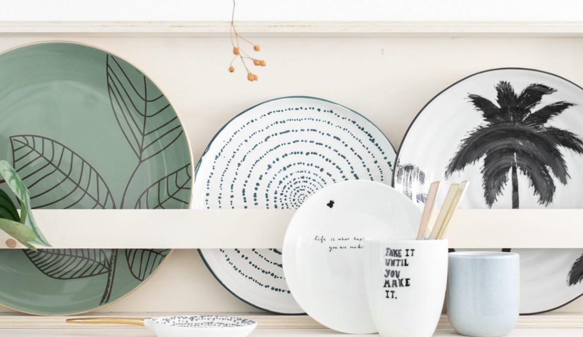 DIY serviesrek keuken leren handgreepjes - Tanja van Hoogdalem
