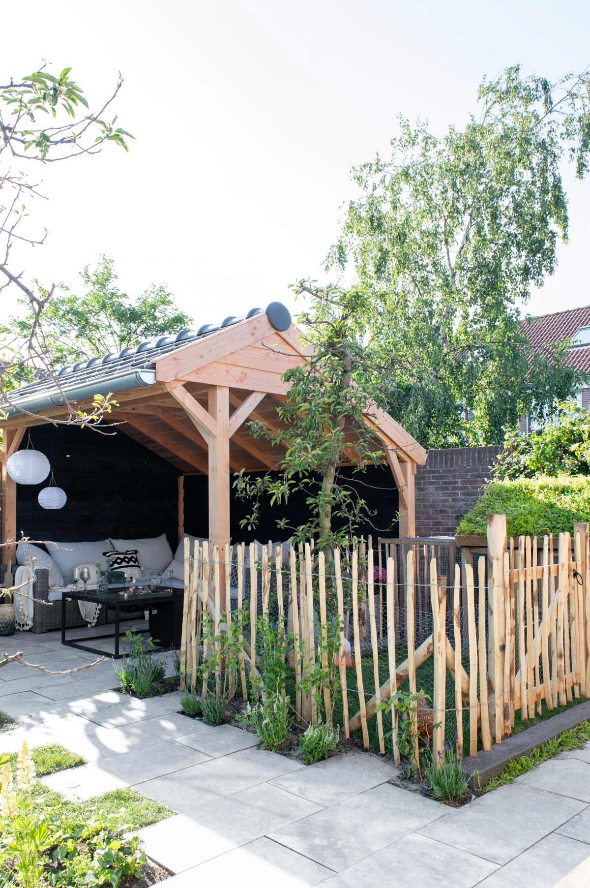 Eigen Huis & Tuin - romantische tuin met fruitbomen en kippen