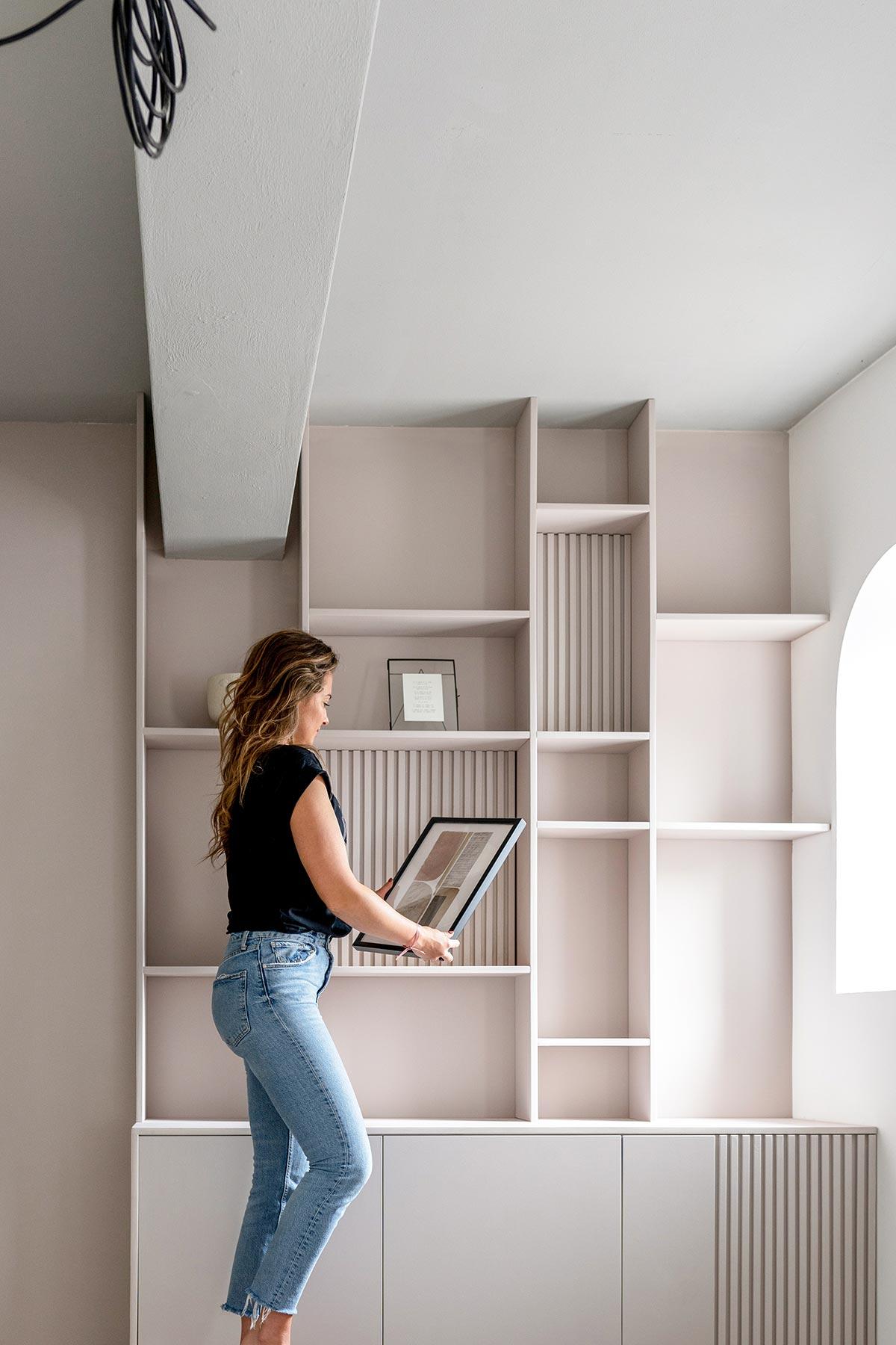 Styling wandkast slaapkamer - Tanja van Hoogdalem