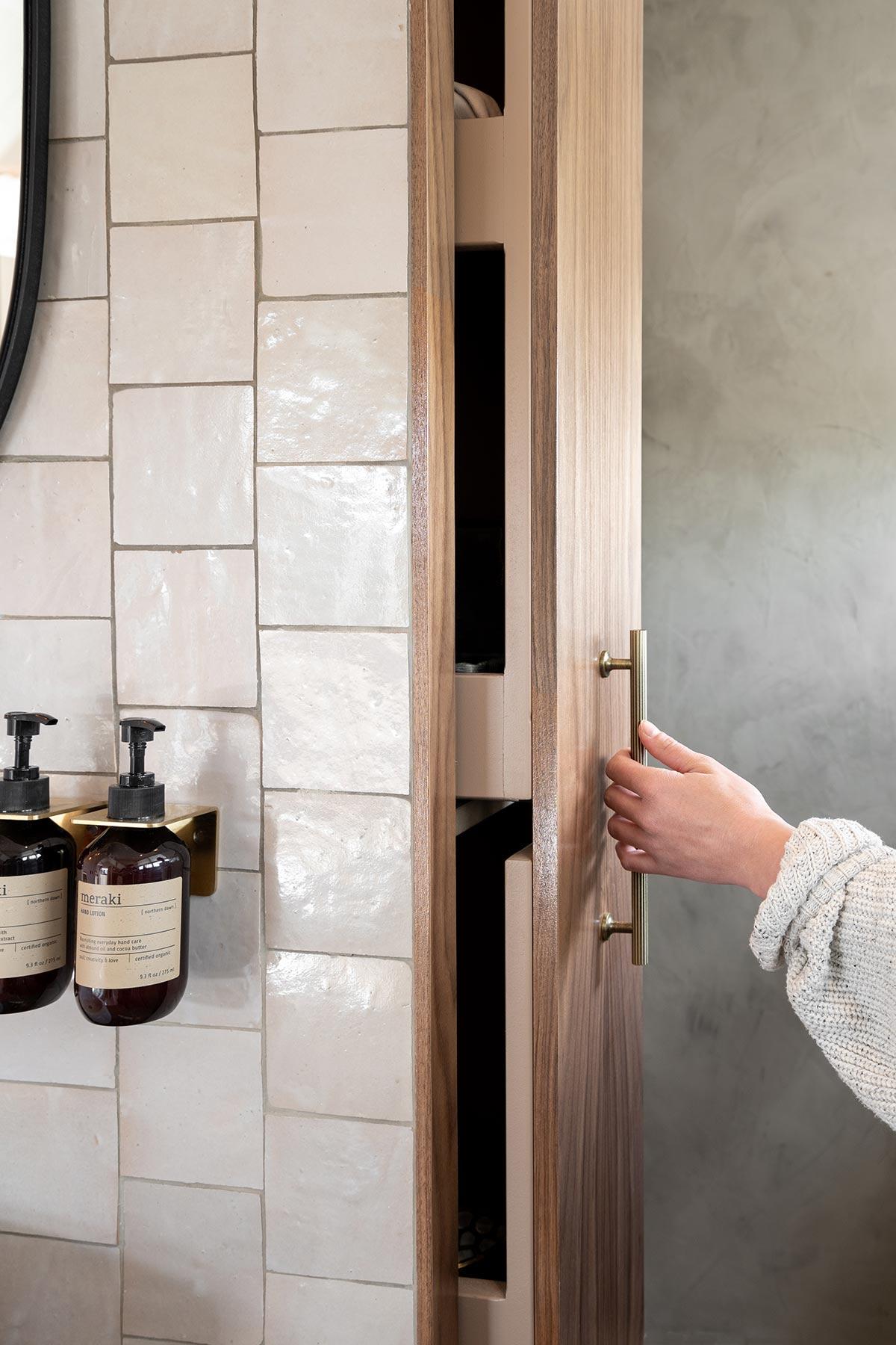 DIY apothekerskast badkamer - Tanja van Hoogdalem
