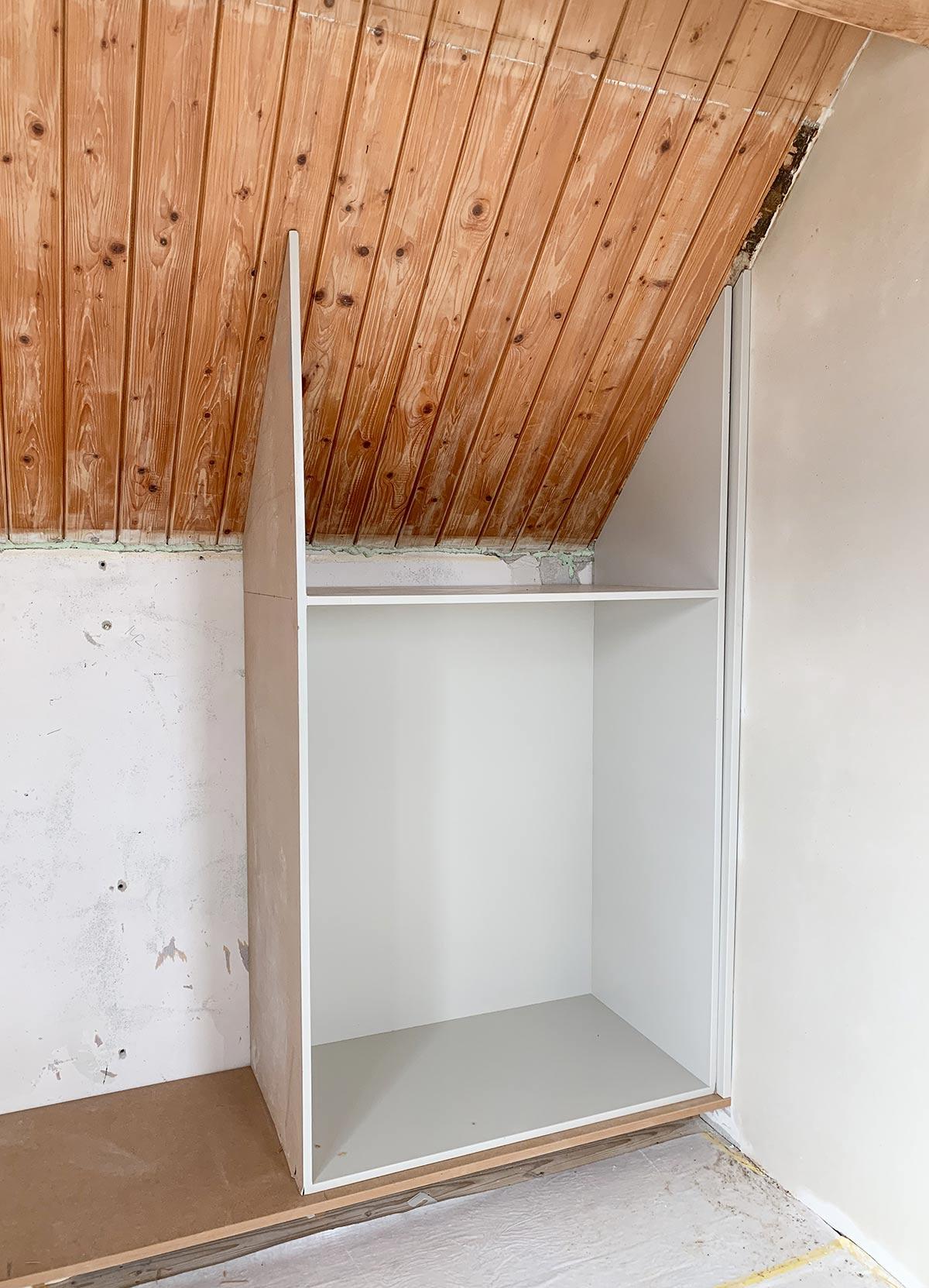 kledingkast op maat schuin dak - Tanja van Hoogdalem