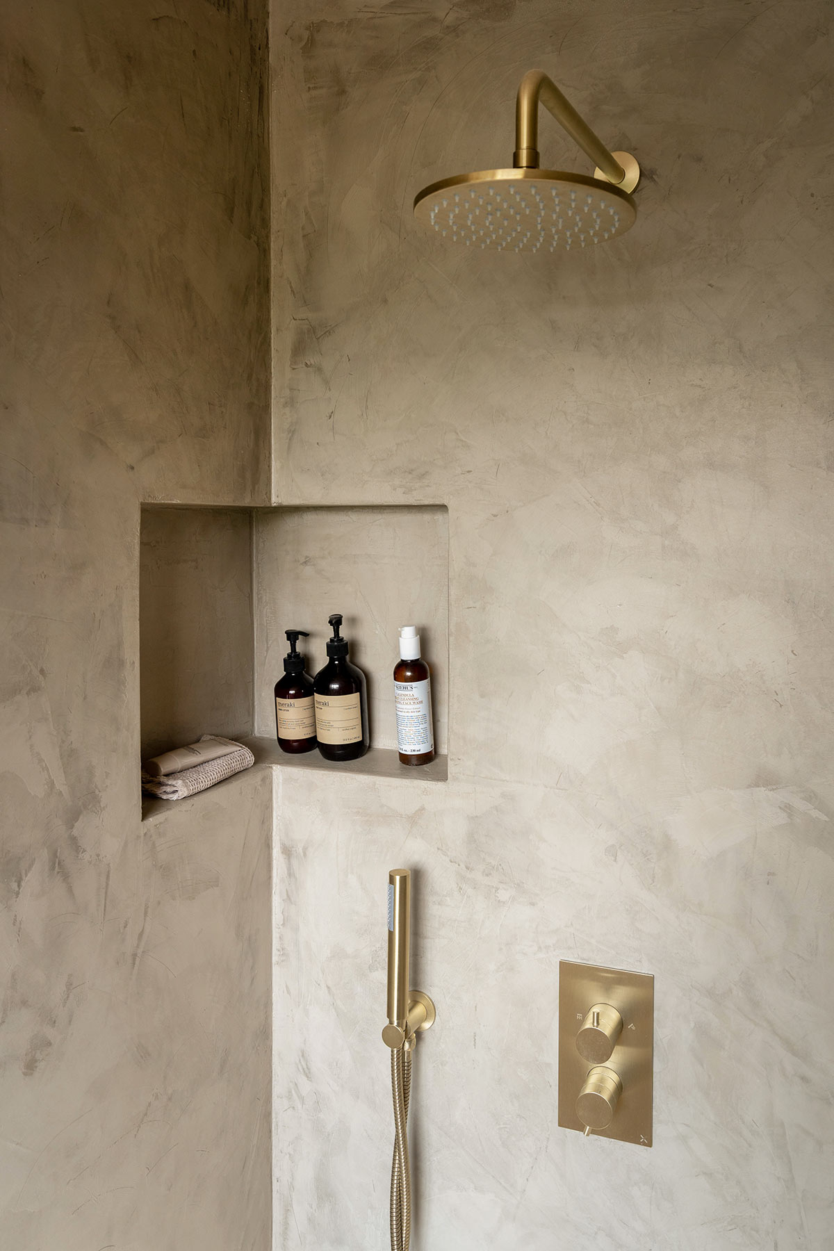 Beton cire badkamer - Tanja van Hoogdalem