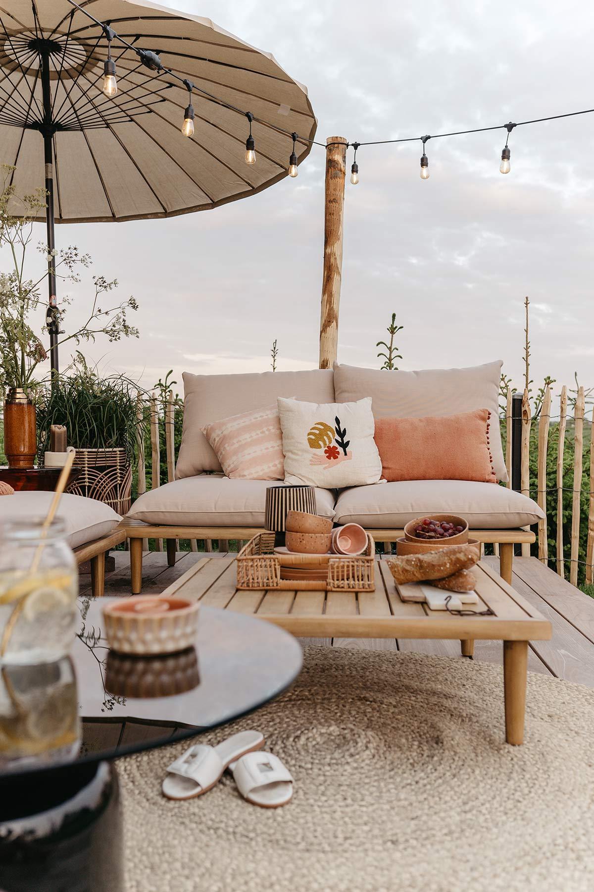 Loungehoek vlonder terras - Tanja van Hoogdalem