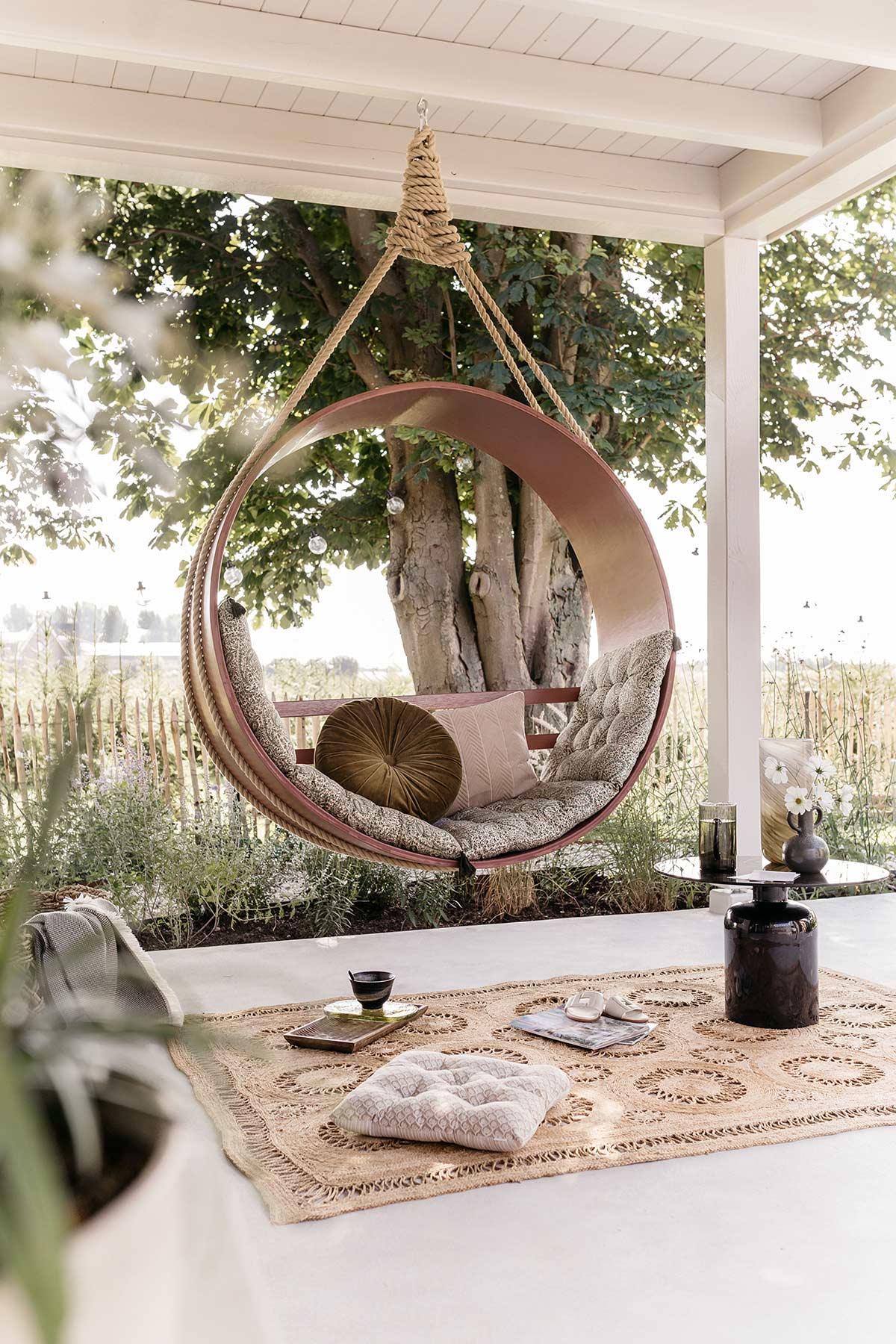 DIY ronde hangstoel veranda - Tanja van Hoogdalem