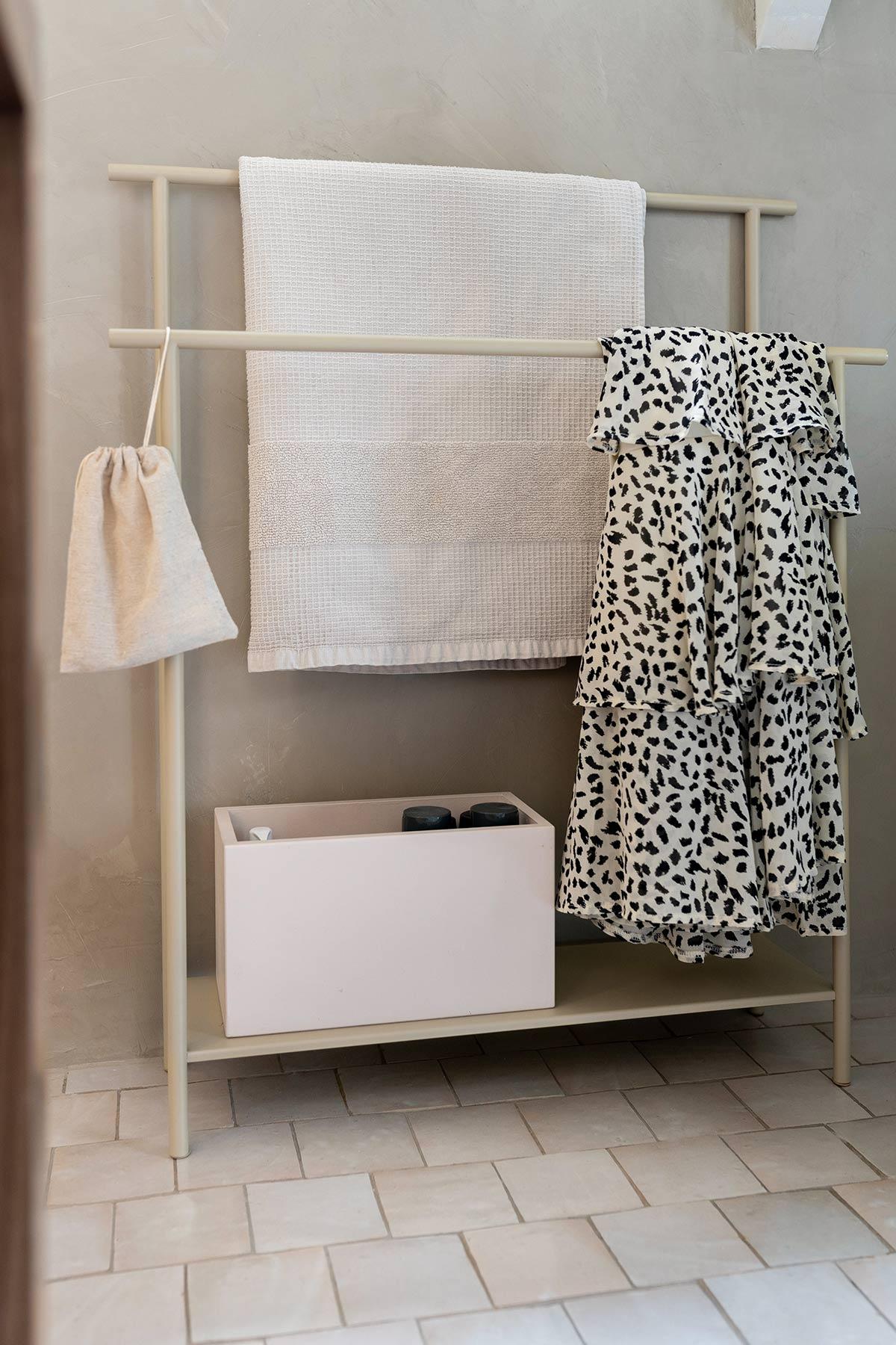 Handdoekhouder Ferm Living badkamer - Tanja van Hoogdalem